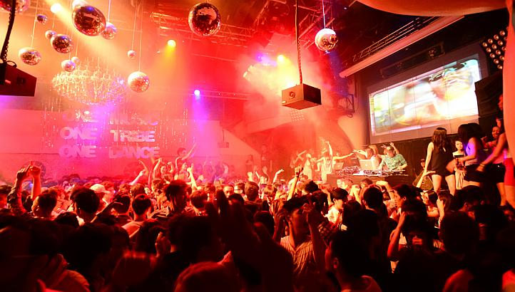 Singapore's Favourite Nightlife Activity!